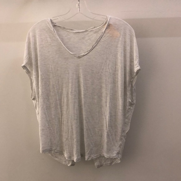 lululemon athletica Tops - Lululemon white SS opera back top, sz 6, 68481